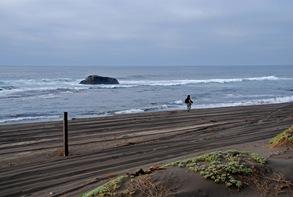 A lo largo de la playa hacia el norte existen indicadores del sendero circulable por vehículos a motor...aunque como se puede ver no todos lo respetan