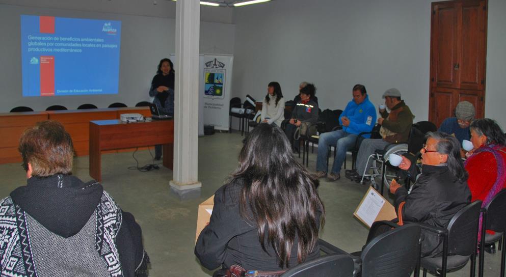 Vista general de los participantes en el taller.